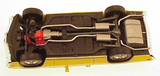 70GSXYellowUndercarriage.jpg (35214 bytes)